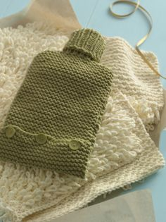 Free Knitting Pattern:                                        Early to Bed Hot Water Bottle Cozy