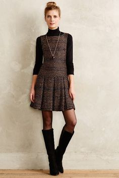 Tweed fabric is popular for fall and winter and dresses made of it looks especially great. So here are great outfit ideas with them. Style Personnel, Creation Couture, Under Dress, Tweed Dress, Mode Inspiration, Work Attire, Mode Style, Fall Winter Outfits, Work Fashion