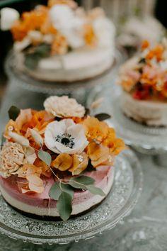 Raw Vegan Wedding Cake from Meet The Source in Sou Raw Vegan Cake, Raw Vegan Desserts, Raw Cake, Raw Vegan Recipes, Vegan Wedding Food, California Wedding, Southern California, Sante Plus, Cake Recipes