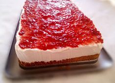 This Raspberry Cream Dessert has three incredibly delicious layers that each bring an exciting aspect to the recipe. This will become an instant favorite! Layered Desserts, Light Desserts, Just Desserts, Raspberry Desserts, Raspberry Sauce, Cream Cheese Desserts, 9x13 Baking Dish, Healthy Cake, Healthy Desserts
