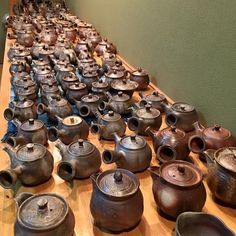Bizen woodfired teapots by Saito Takashi #ceramics #ceramic #pottery #teapot #kyusu #kyuusu #teatime #greentea #tea #japaneseceramics #japanesepottery #wabicha #wabipot #woodfired #柴烧 #柴燒