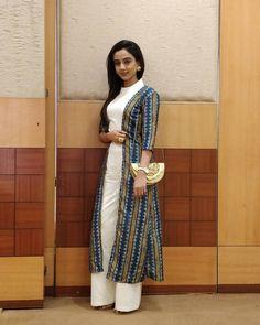 Radha Krishna Love Quotes, Cute Krishna, Radha Krishna Photo, Krishna Photos, Krishna Pictures, How To Feel Beautiful, Most Beautiful, Beautiful Things, Kurta Designs Women