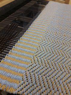 Weaving Designs, Textiles, Rag Rugs, Tapestry Weaving, Weaving Techniques, Scandinavian Style, Yarn Crafts, Carpets, Animal Print Rug
