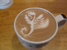 Amazing Coffee art, or latte art, started in Seattle 20 years ago. Here are 25 Over The Top Latte Art Designs from bartistas everywhere. Arte Del Cappuccino, Cappuccino Art, Coffee Latte Art, Coffee Coffee, Pod Coffee Makers, Coffee Lovers, Coffee Spoon, Coffee Design, Creative Food