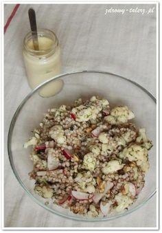 Sałatka z kaszą i kalafiorem z wegańskim majonezem