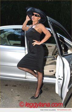 Posh blonde Leggy Lana glamour