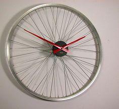 Upcycled Bicycle Wheel Clock von Vyconic auf DaWanda.com