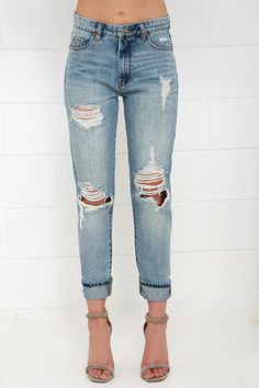 Blank NYC Thrifter Light Wash Distressed Boyfriend Jeans at Lulus.com!