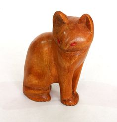 Hand Carved Wooden Mahogany cat with the eyes of a от ICMCM