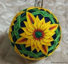 Very beautiful ball of Temari Temari Patterns, Hand Wrap, Christmas Bulbs, Quilts, Embroidery, Holiday Decor, Crafts, Inspiration, Sunflowers