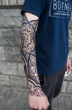 Geometric Mandala Tattoo, Geometric Tattoo Design, Geometry Tattoo, Elbow Tattoos, Sleeve Tattoos, Mandela Tattoo, Tattoo Brazo, Blackout Tattoo, Scale Tattoo