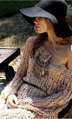 LOVIN this Boho style & floppy hat! Hippie Style, Gypsy Style, Boho Gypsy, Hippie Chic, Bohemian Summer, Bohemian Mode, Bohemian Style, Bohemian Outfit, Bohemian Fashion