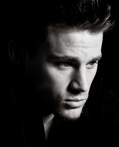 channing tatum I have a cousin that looks just like him with a mix of Zac Efron too it's crazy! Channing Tatum, Charlie Hunnam, Celebrity Gallery, Celebrity Photos, Celebrity Portraits, Pretty People, Beautiful People, Beautiful Boys, Beautiful Pictures