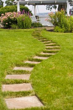 Here are some great (and cheap) ideas for designing #garden paths!