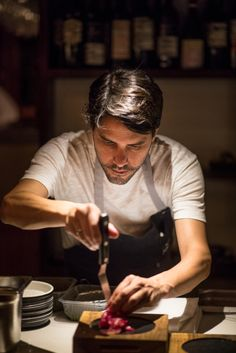 Virgilio Martinez en Parrilla Don Julio Chef Pictures, Restaurant Service, Cooking Games, Cooking Videos, Cooking Tools, Cooking Photography, I Chef, Cooking Appliances, Chef Recipes