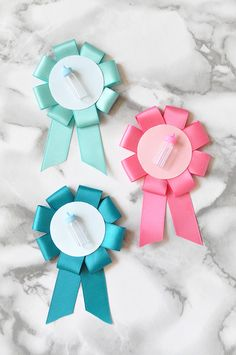 DIY Gender Reveal Baby Shower Pins by Snowdrop & Co. for Julep Baby Shower Pin, Baby Shower Prizes, Baby Shower Themes, Shower Ideas, Elegant Party Decorations, Diy Diapers, Gender Neutral Baby Shower, Baby Decor, Pregnancy