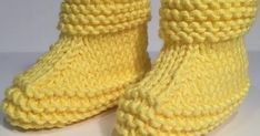 Yellow Colored Kids Booties With Pictorial Illustration - Hobby Sisters Kids Knitting Patterns, Knitting For Kids, Baby Knitting, Baby Boots, Crochet Baby Booties, Knitted Baby, Baby Converse, Baby Slippers, Knitted Dolls