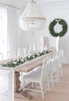 30 Fabulous Winter White Christmas Decor Ideas For Dining Rooms Ro Sham Beaux, Beaded Chandelier, White Chandelier, Christmas Tablescapes, Dining Room Design, Dining Rooms, White Dining Room Table, Beach Dining Room, Dining Tables