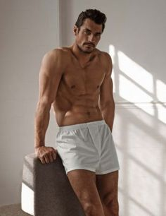 These white cotton woven boxers are engineered and crafted for a the best fit and finished with exceptional design. David Gandy for Autograph.