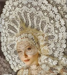 Natterer Yelets lace - from the Lipetsk region in Russia Foto Fantasy, Art Du Fil, Linens And Lace, Russian Fashion, Russian Style, Lace Making, Masquerade Ball, Antique Lace, Bobbin Lace