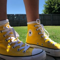 Shop Women's Converse Yellow size 6 Sneakers at a discounted price at Poshmark. Description: Bright yellow converse that are perfect for summer. Converse Haute, Mode Converse, Yellow Converse, Converse Logo, Outfits With Converse, Yellow Shoes, Color Yellow, Custom Converse, Diy Converse