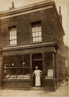 Frederick William Vyse, Master Baker, 12 Tapley Street, Poplar c1910