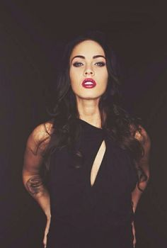 Megan Fox is my one of my role models, I love her hair, makeup and her body I'm gonna try to start looking like her. Alena Shishkova, Megan Denise Fox, Megan Fox Hot, Miranda Kerr, Woman Crush, Mannequins, Pretty Woman, Pretty People, Toddler Girls