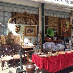 Записки путешественника: блошинный рынок в Португалии отличный, можно подобрать себе в интерьер от люстры, мебели до разных мелочей.. У меня дома ютится отличный португальский декор и старые карты. Антикварные вещи в интерьере это всегда эксклюзив #travel #interiordesign #lisbon #portugal #annadetrip #decor #interior #designkrasnodar