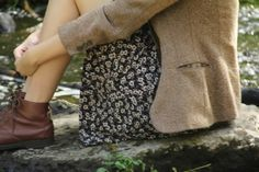 Skirt with flowered pattern. Brown leather shoes.