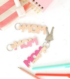 Make A Leather Mom Keychain Diy Leather Projects, Leather Crafts, Sewing Leather, Diy Keychain, Diy Leather Keychain, Craft Projects For Kids, Project Ideas, Cricut Creations, Party
