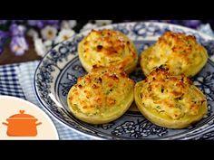Barquinha de Batata Gratinada - Panelaterapia  Ingredientes: 2 batatas médias cozidas; 1 colher (sopa) de manteiga; 1/2 colher (chá) de alho triturado; 1/2 xícara (chá) de queijo parmesão ralado; 1 colher (sopa) de creme de leite; 1 gema; 1 colher (sopa) de salsinha picada; sal e pimenta a gosto.