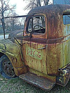 Peer Into The Past : Photo of Abandoned Coca-Cola pickup truck Abandoned Cars, Abandoned Places, Abandoned Vehicles, Cola Truck, Classic Trucks, Classic Cars, Pompe A Essence, Old Pickup, Jeep Pickup