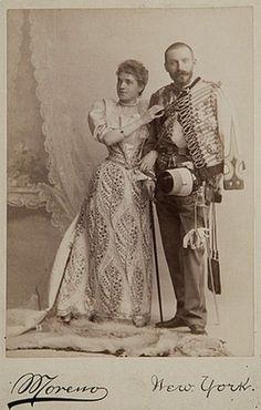 La Infanta Doña Eulalia (1864-1958) con su esposo el Infante Antonio de Orleans (1866-1930).  Infanta Eulalia of Spain (1864-1958) along with her husband Infante Anthony of Orleans (1864-1930).