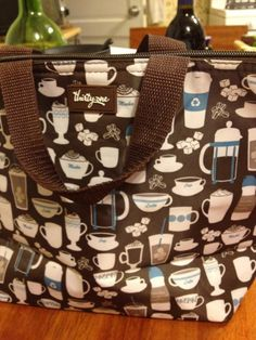 http://teatra.de member @ThePurrfectCup has the cutest tea & coffee lunch bag.