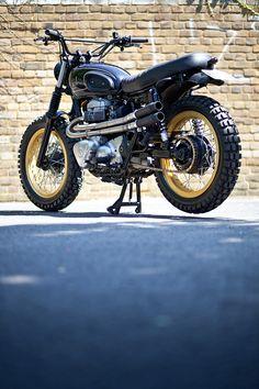 A bit of rough: Urban Rider's Kawasaki Rock And Roll, Kawasaki Cafe Racer, Motogp Valentino Rossi, Moped Scooter, Custom Cafe Racer, Kawasaki Motorcycles, Scrambler Motorcycle, Street Tracker, Motorcycle Design