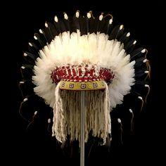 Northern Plains Feather War Bonnet (replica) 2068.17.01 (front view) ☩ «4 Colors»™