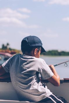 New free photo by Nubia Navarro (nubikini). See more of Nubia's work on Pexels at https://www.pexels.com/u/nubia-navarro-nubikini-33608/ #fishing #sea #person