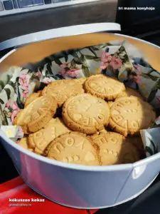 Kókuszos gluténmentes keksz - Iri mama konyhája - Gluténérzékenység, Cöliákia, Gabonaallergia Cookies, Meat, Chicken, Food, Crack Crackers, Biscuits, Essen, Meals, Cookie Recipes