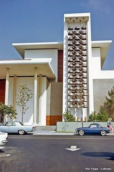 Vintage LA: 1967 Robinson's Department Store, Fashion Island, Newport Beach, CA. Mid Century Decor, Mid Century House, Mid Century Style, Mid Century Design, Newport Beach, Vintage Architecture, Architecture Design, Ibiza, Interior And Exterior