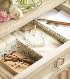 Drawer organizer with boxes