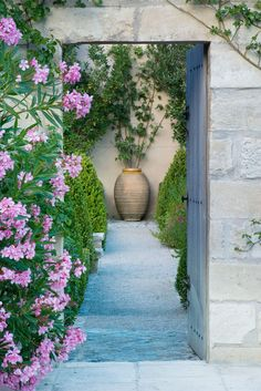 Create a focal point to lead the eye through the garden - Italian style garden inspiration