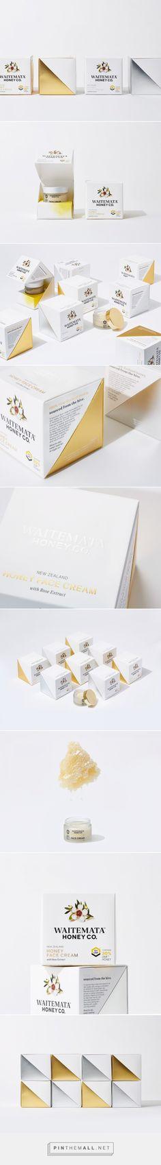 Waitemata Honey Face Cream packaging design by Onfire Design - https://www.packagingoftheworld.com/2018/06/waitemata-honey-face-cream.html