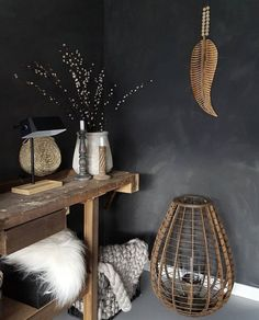 Natural elements! On walls Marrakech Walls by Pure & Original paint, ready to and easy to do. Color Black Smoke. Cred Huize Dop.