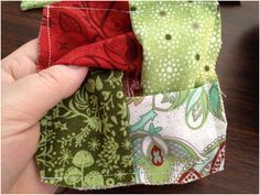 Holiday Mug Rug tutorial - quick and cute! Would take this a step further and make the base 3 layers (backing, batting, backing). Cute slot to stick a tea bag in! Quilted Coasters, Fabric Coasters, Small Quilts, Mini Quilts, Mug Rug Patterns, Quilt Patterns, Canvas Patterns, Small Sewing Projects, Sewing Crafts