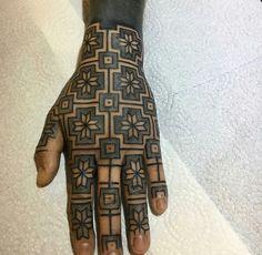 Giehard Wiesbeck Hand Tattoos, Body Tattoos, I Tattoo, Fractal Tattoo, Mahndi Design, Tattoo Filler, Blackout Tattoo, Finger Tats, Body Modifications