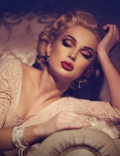 The perfect 20's hair & makeup. Bring back the Old Hollywood look with products from Beauty.com.
