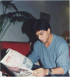 """""""Old pic of reading the newspaper :)))"""" Om Shanti Om, Vintage Bollywood, Bollywood Actors, Shahrukh Khan, Johnny Depp, My Man, In A Heartbeat, Love Of My Life, Actors & Actresses"""