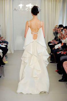 Os presentamos la colección de vestidos de novia 2014 de la firma Angel Sanchez USA.