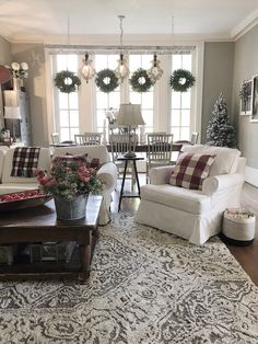 39 Rustic Farmhouse Living Room Design and Decor Ideas for Your Home Farmhouse Christmas Decor, Farmhouse Style Decorating, Farmhouse Decor, Modern Farmhouse, Antique Farmhouse, Farmhouse Layout, Farmhouse Ideas, Farmhouse Design, Farmhouse Livingrooms