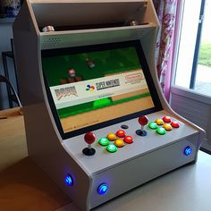 vignette-3 Diy Arcade Cabinet, Arcade Console, Arcade Stick, Mini Arcade, Arduino Projects, Electronics Projects, Arcade Bartop, Deco Gamer, Arcade Room